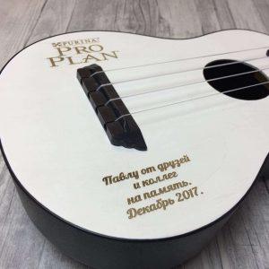 Гравировка на деревянной гитаре - Русский стиль - Студия лазерной гравировки
