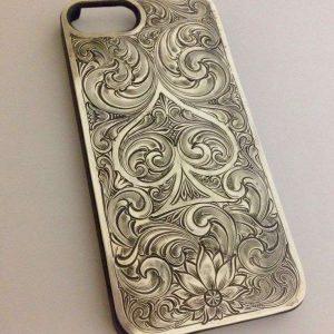 Гравировка изображения на чехол из металла  - Русский стиль - Студия лазерной гравировки