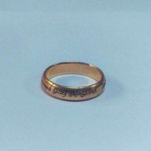 Гравировка на кольце из золота