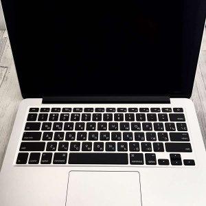 Гравировка на клавиатуре Макбука (Macbook) - Русский стиль - Студия лазерной гравировки